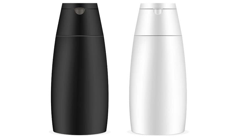 Eine schwarze und eine weiße Shampoo-Flasche stehen nebeneinander
