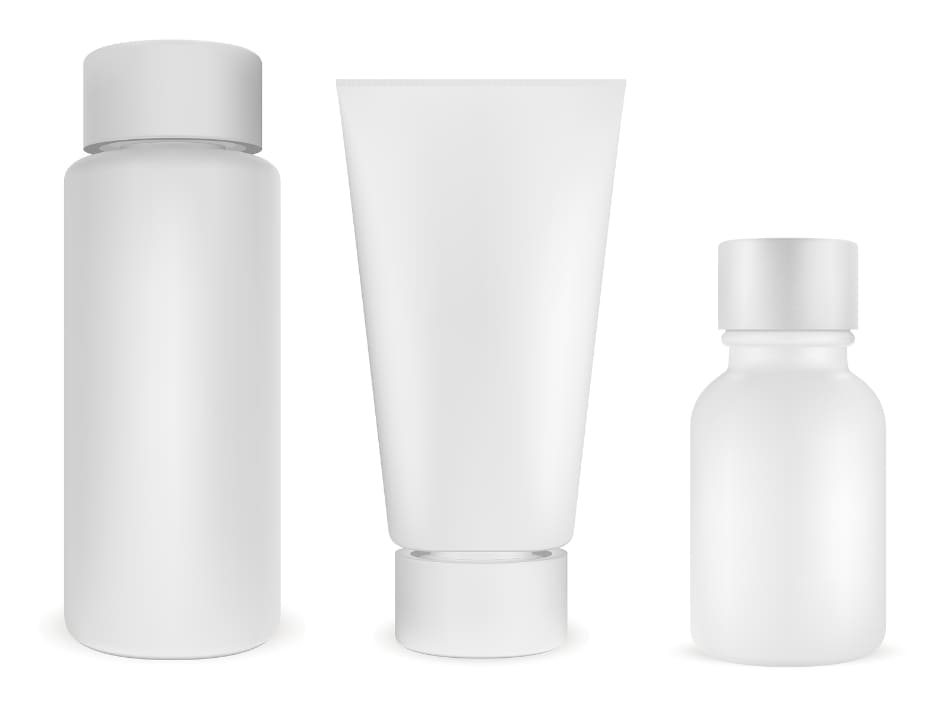 Drei Kosmetikprodukte in einer Reihe aufgestellt