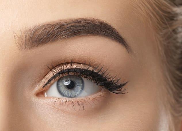Ergebnis einer Augenbrauentransplantation