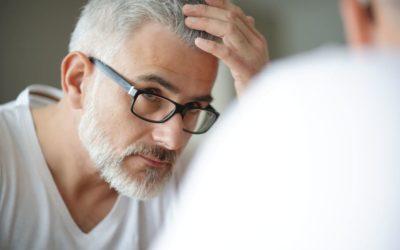 Graue Haare: Für Haarausfall verantwortlich oder nicht?