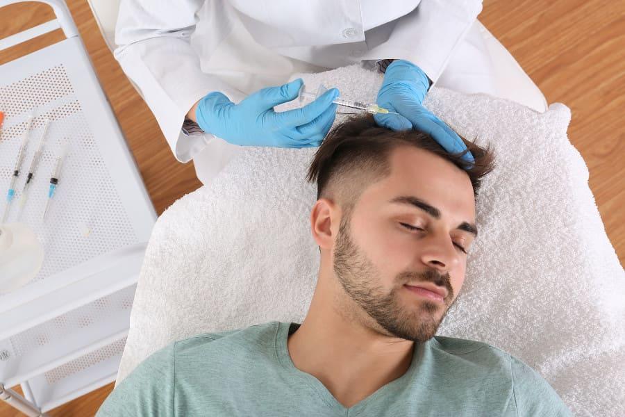 Haarausfall mit Spritzentherapie bekämpfen: Möglichkeiten und Unterschiede