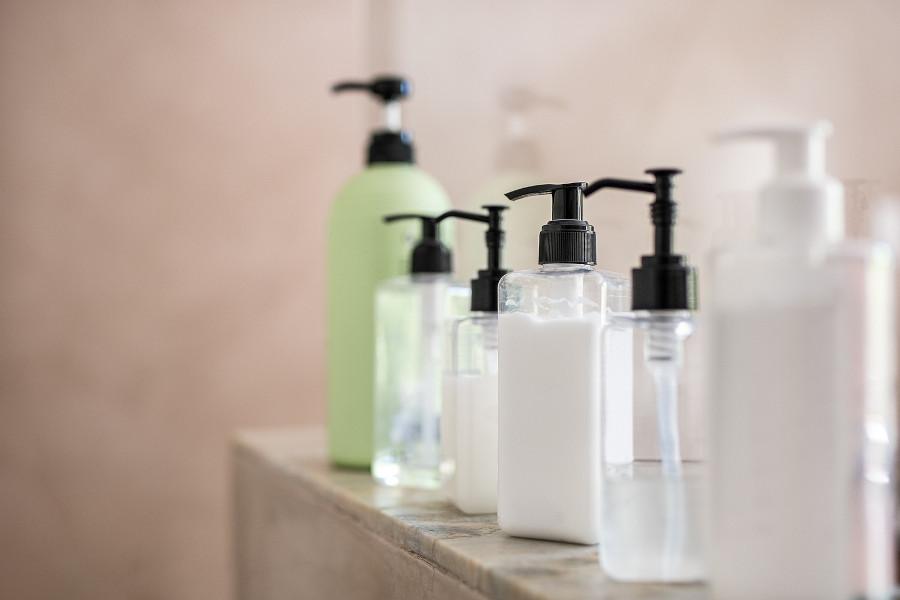 Shampooflaschen zum Vermeiden von Entzündungen nach der Haartransplantation