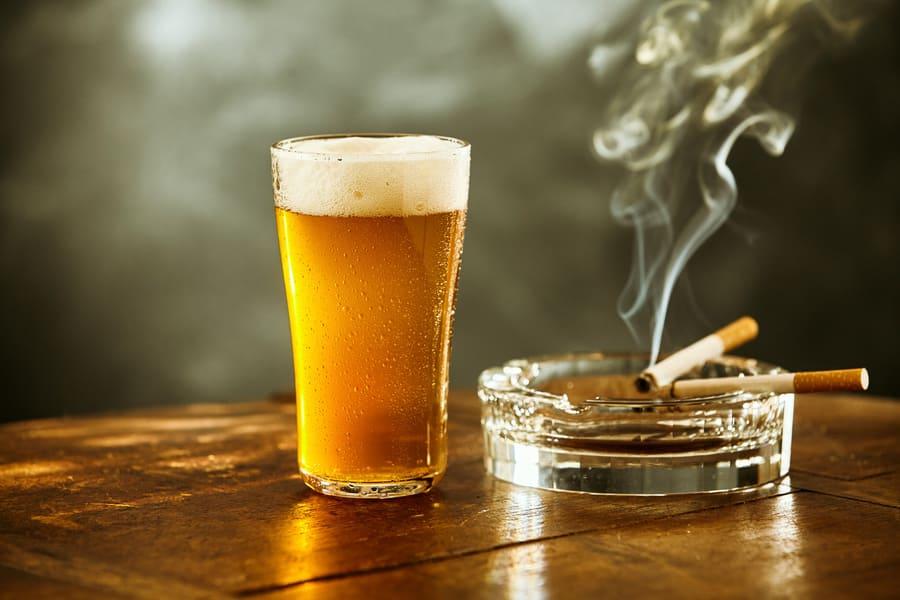Vor der Haartransplantation zu beachten auf Alkohol und Nikotin lieber verzichten